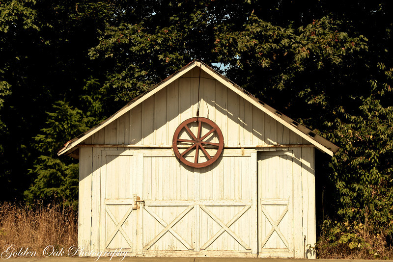 On the way to Aberdeen, Wa I saw this sweet little garage..so simple..