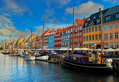 Nyhavn_Copenhagen_Iconic_photograph-