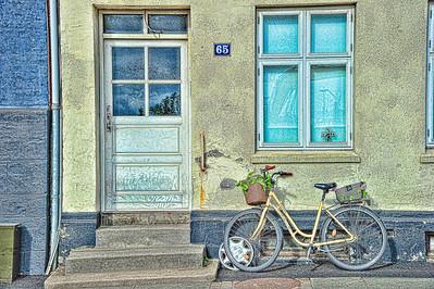 Aarhus_Denmark_Yellow-bike_HDR6391_Topaz-