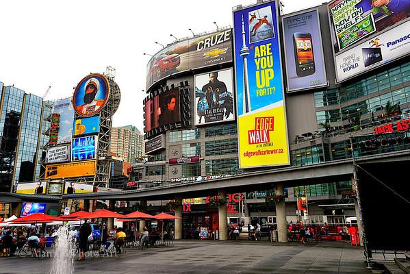 Yong-Dundas Square