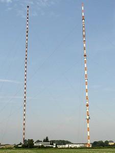 2005-09-10_06207 Zwei riesige Sendemasten kurz vor Pegau - extra für Norbert fotografiert Two huge transmitters shortly before arriving in Pegau - the photo is for Norbert