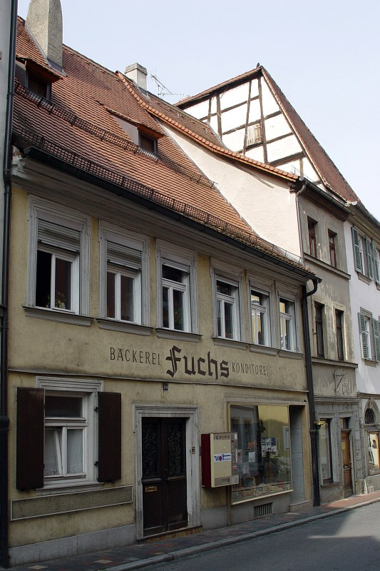 2005-09-14_06401 Auch in Bamberg gibts heruntergekommene Häuser, aber es sind schon eher die Ausnahmen im Vergleich zu Leipzig. There are also run-down buildings in Bamberg, but these are more of an exception to the rule in comparison to Leipzig.