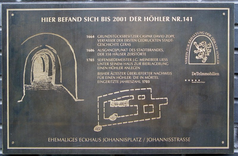 2005-09-11_06260 solche Höhler zur Bierlagerung gab es in Gera und Zeitz unter der Stadt Such Höhler (caves beneath the city) to store beer existed in Gera and Zeitz beneath the city which are located on a hill