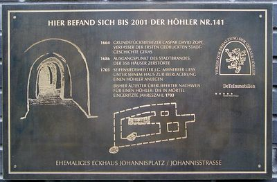 2005-09-11_06260 solche Höhler zur Bierlagerung gab es in Gera und Zeitz unter der Stadt Such Höhler (caves beneath the city) to store beer existed in Gera and Zeitz beneath the city which are located on a hill