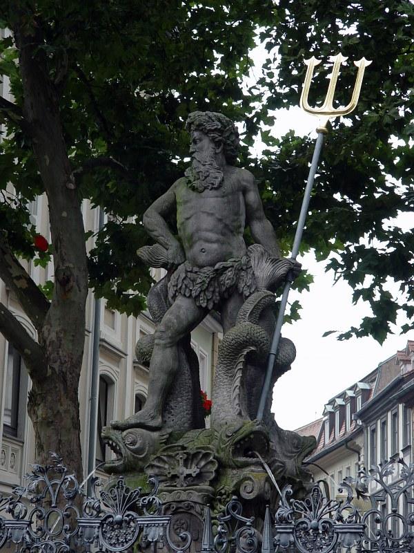 2005-09-15_06502 Poseidon residiert in der Bamberger Altstadt. Poseidon has his residence in the city center of Bamberg.