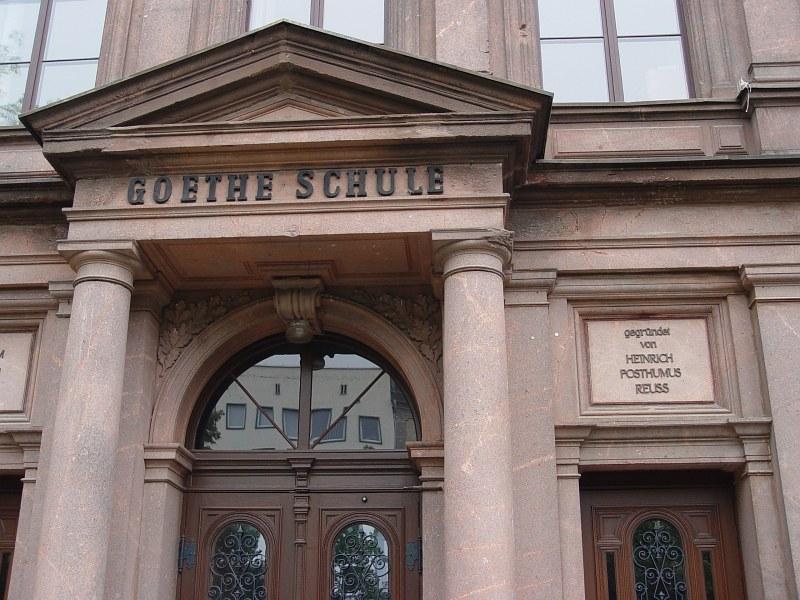 2005-09-11_06264 den Namen des Gründers der Goethe Schule, Heinrich Posthumus Reuss,  fand ich ungewöhnlich I thought the founder of the Goethe Schule (school) had an unusual name - Heinrich Posthumus Reuss