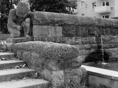 2005-09-10_06228 Springbrunnen in Zeitz - hier entschloss ich mich trotz fortgeschrittener Stunde doch noch nach Gera zu fahren, um mein Etappenziel zu erreichen Foutain in Zeitz - at this place I deceided to go for it and try to get to Gera to reach my goal for today, even though it's later than I planed.