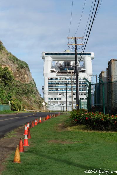 Showing the way to the ship, Kauai