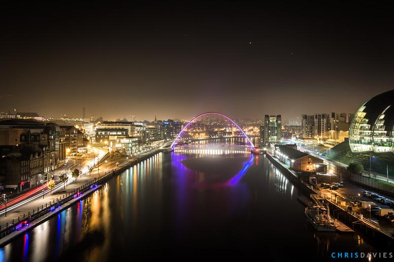 The Millenium Gateshead Bridge at night
