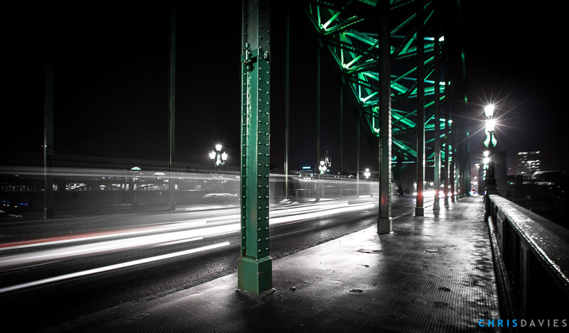 Cars on the Tyne Bridge at night