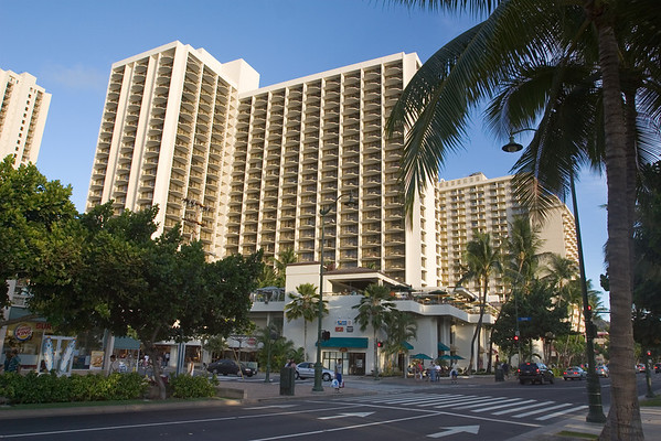 We return to the Marriott before meeting Pete and Lori for dinner (at the Yummy's in the Ala Moana Mall)
