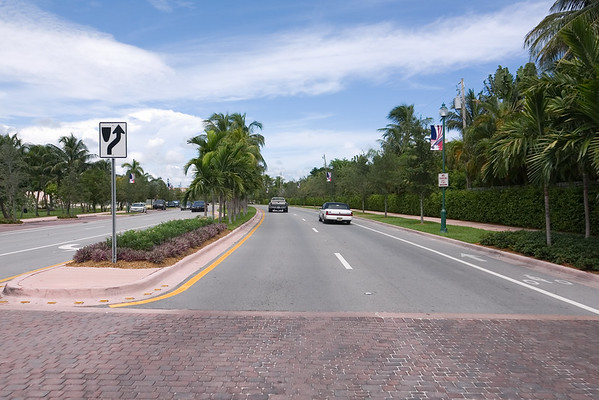 Crandon Blvd, the island's primary thoroughfare