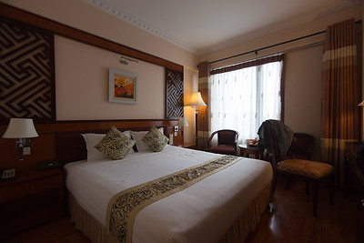 Our room at the Flower Garden Hotel in Hà Nội is much nicer than the one at the Thien Hai Hotel in Lào Cai...not that it really matters