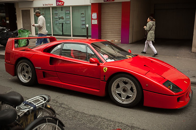 An F40 in the wild...in Paris!