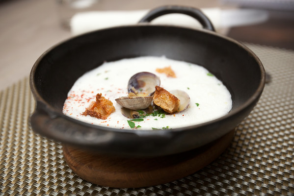 Entrée du jour...an amazing tasting clam stew.   Rich, creamy, buttery.