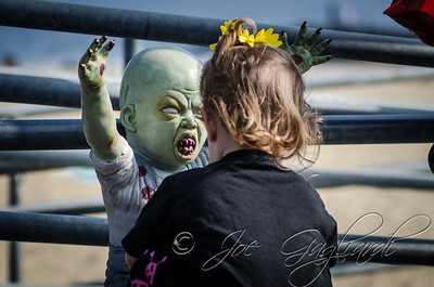 20131005-116-Zombie_Walk_Mike-39