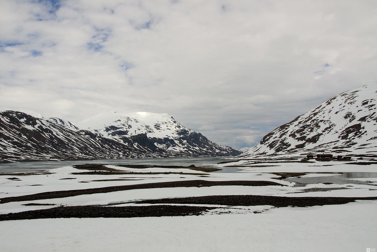 View across lake Bygdin at mount Galdeberget. (2075 m) / Utsikt over innsjøen Bygdin på Galdeberget (2075 moh).