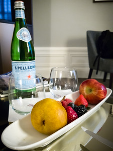 DAY 2 (continued) - When we get back to our room, we find a fruit amenity...someone knows Valerie all too well