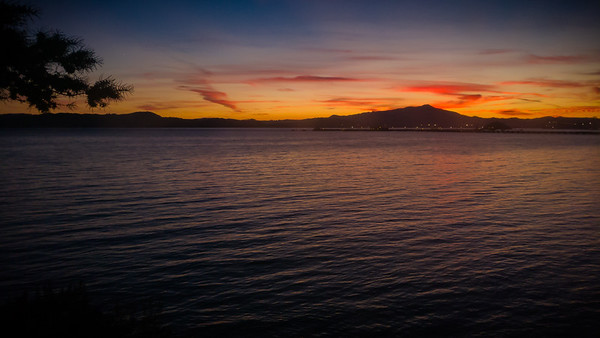 We have arrived after sunset, but we are not too late to enjoy our friends' spectacular view of the San Francisco Bay