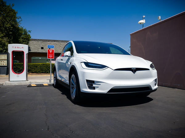 We stop to charge at Tesla Supercharger Buttonwillow
