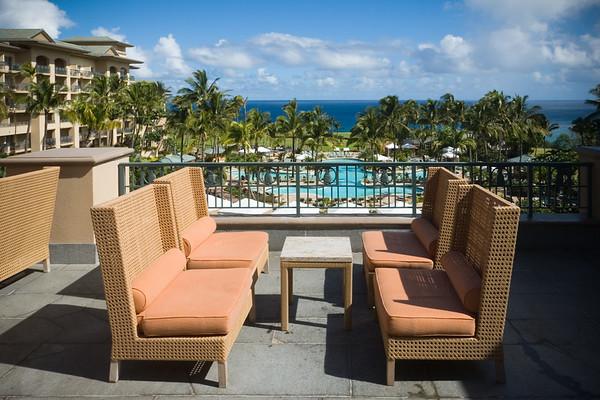 Outdoor seats at The Alaloa Lounge