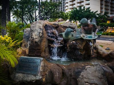 I pass the statue of Makua and Kila before stepping on to Kūhiō Beach