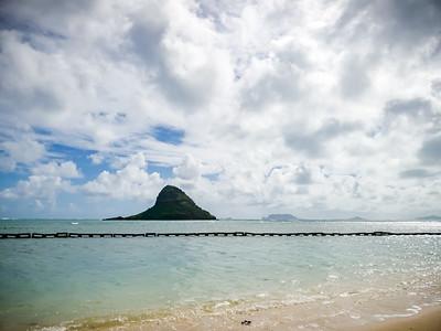 Wide shot of Mokoli'i, Mokumanu Islands, and Mokapu