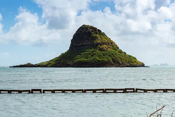 Mokoli'i / Chinaman's Hat Island (and the Mokumanu Islands in the distance)