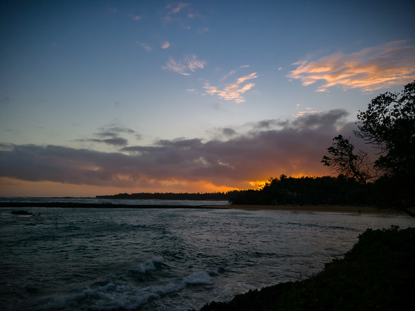 My attempt to reach Kahuku Point during yesterday's run was a fail...which would be the only place I could possible see the sun rise over the Pacific Ocean without land and trees in between...at least during this time of year.