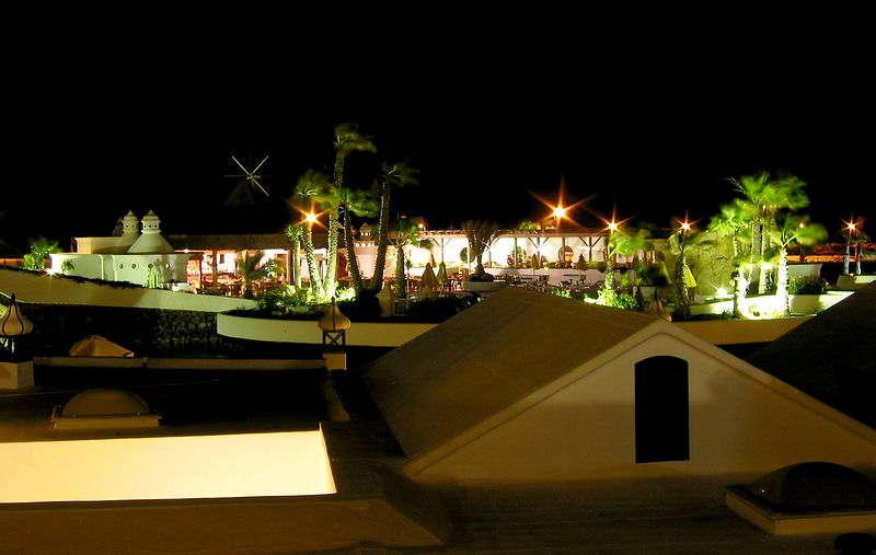 The-Mai-Tai-Bar-at-Night