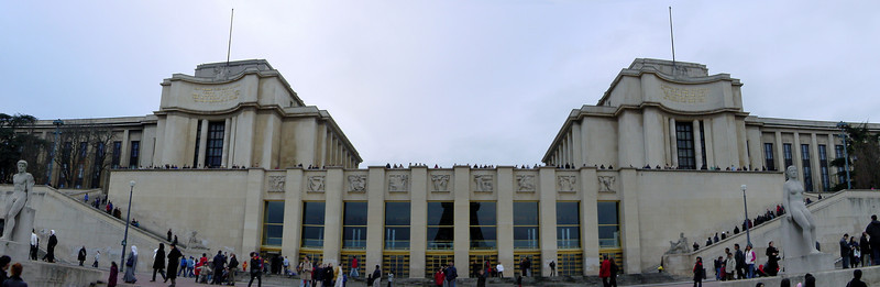 Place du Trocadero-panorama-unbent-cropped