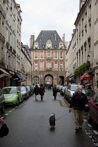 This afternoon, we make our way towards The Place des Vosges