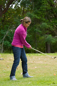 Ali gets some last minute practice before the golf tournament begins