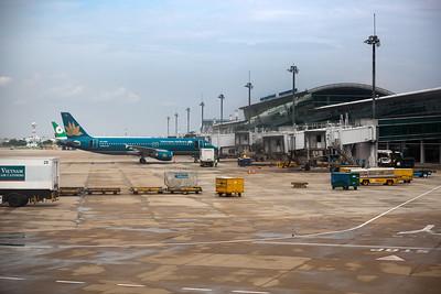 We taxi to our gate at Tan Son Nhat International Airport (Sân bay Quốc tế Tân Sơn Nhất)