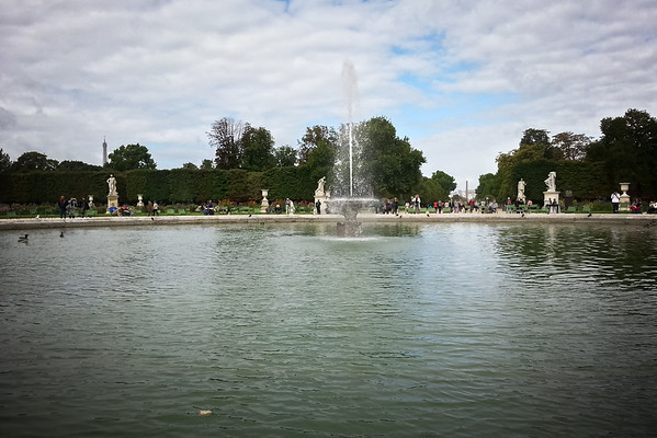 Grand Bassin Rond.  I forgot about the fountains. Guess I can't exactly run straight through.
