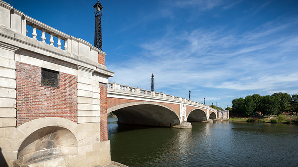 To get to the palace from the station, we must walk cross over River Thames via Hampton Court Bridge