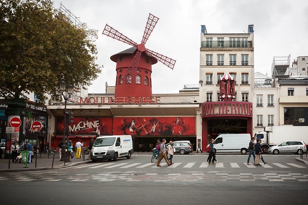 While on an errand with Danielle, we pass by Moulin Rouge.  She tells me I should come back at night because it looks better with all of its lights turned on