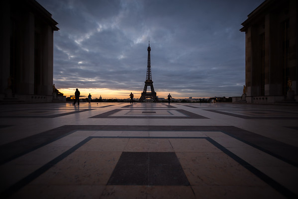 DAY 13 - I reach Place du Trocadéro et du 11 Novembre and manage to snap my first photo of Tour Eiffel one minute before sunrise!