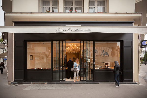 Valerie notices Aux Merveilleux de Fred and wants to peek inside
