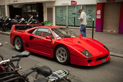 Back on Rue Saint-Dominique, we come across one of my favorite Ferraris - an F40