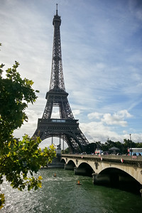 If this is my only opportunity to see the Tour Eiffel bathed in sunlight, I need to cross Pont d'Iéna and get to the other side of the tower as quickly as possible