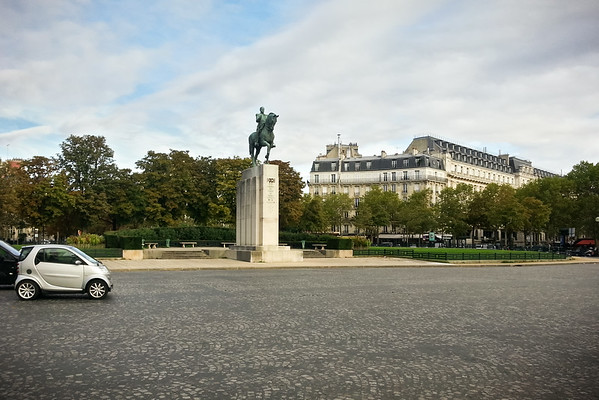I have reached Place du Trocadéro and Statue Equestre du Maréchal Foch.  I know exactly where I am...I have been here before.