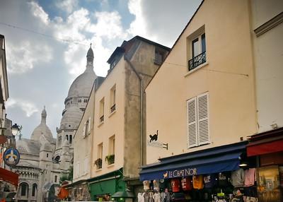 Approaching Sacré-Cœur via Rue du Chevalier de la Barre...but Le Chat Noir is the real reason I took this pic