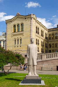 Christian Frederik - King of Norway from May 17th to October 10th 1814. He was later King Christian VIII Frederik of Denmark from 1839 to 1848.  Christian Frederik - Norges konge fra 17. mai til 10. oktober 1814. Han ble senere kong Christian VIII CFrederik av Danmark fra 1839 til 1848.