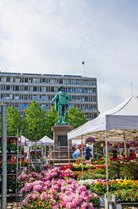 Picture from Stortorget (square) in Oslo and its statue of Christian IV - king of Denmark and Norway from 1588 to 1648.  Bilde fra Stortorget i Oslo med sin statue av Christian IV - konge av Danmark og Norge fra 1588 til 1648.
