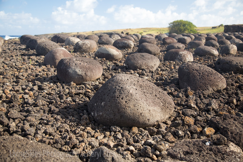 The base of the Ahu is inlaid with hundreds of round smooth stones of similar size,  likely carried from the base of ocean cliffs