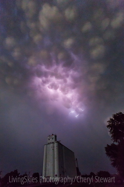 Mammatus Clouds with Lightning