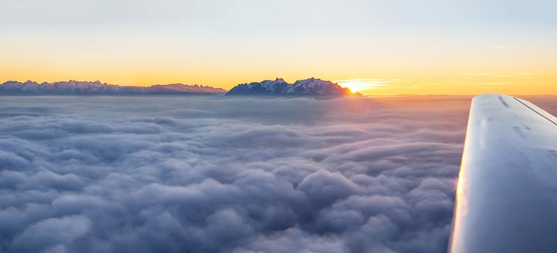 Motorflug über dem Vorderland mit den Schweizer Bergen