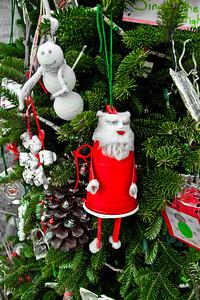 Little Santa Dixie Cups!! lol..