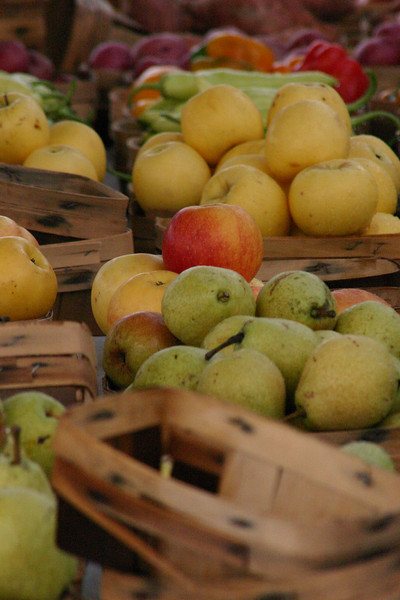 Bountiful Harvest Every Saturday, local producers gather in Coppell, Texas, for a farmer\'s market. This is just one producer\'s fruit selection